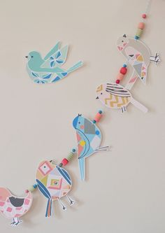 Inspiration Corner DIY Bird Garland T- This would be cute for each child to make a bird at the beginning of the year and hang the garland on our tree all year. The post Inspiration Corner DIY Bird Garland appeared first on Basteln ideen. Diy And Crafts, Craft Projects, Crafts For Kids, Arts And Crafts, Paper Crafts, Diy Paper, Diy Girlande, Bunting Garland, Buntings