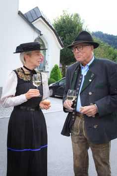 Bregenzerwälder Tracht - Tourismus Schwarzenberg Austria, Folk Clothing, People Around The World, Folklore, Captain Hat, German, Europe, Costumes, Mens Fashion
