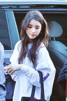 ; heejin Kpop Girl Groups, Korean Girl Groups, Kpop Girls, Olivia Hye, Sooyoung, These Girls, Ulzzang Girl, South Korean Girls, Asian Girl