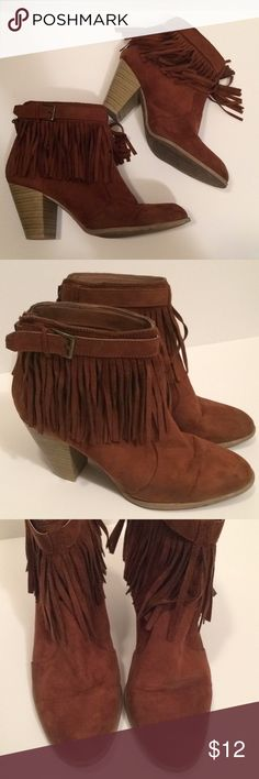 "$9 fringe suede style ankle booties Good used condition - see pictures for wear. Great for festivals. ✔The price in the beginning of the title of my listings is the bundle price. These prices are valid through the ""make an offer"" feature after you create a bundle. These bundle orders must be over $15. Ask me about more details if interested.  ❌No trades ❌No holds ❌No model photos ❌No additional measurements Qupid Shoes Ankle Boots & Booties"