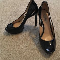 Navy blue Guess heels Navy blue Guess heels. Heels have a few dints but no major damage. Only worn a handful of times. Guess Shoes Heels
