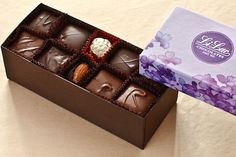 This French Assortment chocolate gift box is one of Li-Lac's perennial best-sellers. It contains a classic mix of milk and dark chocolate squares filled with original centers. Chocolate Basket, Chocolate Gift Boxes, Chocolate Fudge, Chocolate Squares, Marzipan, Truffles, Mousse, Caramel, Decorative Boxes