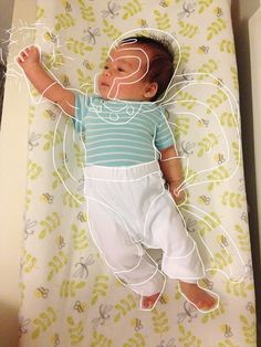 """Quando um diretor de criação também é um pai coruja - Imagine um pai cujo grau de """"corujice"""" é diretamente proporcional à sua criatividade. É o caso do diretor de criação Quan Hoang, que ilustra as fotos de seu filho criando um contexto imaginário para cada pose do bebê."""