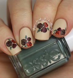 With creative Halloween nail designs and eye-popping colors, it's impossible not to fall in love with these fall nail trends! Dot Nail Art, Floral Nail Art, Polka Dot Nails, Great Nails, Cute Nails, My Nails, Fall Nail Trends, Nailart, Nagellack Trends