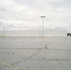 jeff brouws - new k-mart, 2009 Photography Lessons, Landscape Photography, Aesthetic Photo, Aesthetic Pictures, New Topographics, Car Places, Black Background Images, Shoot Film, Minimalist Photography