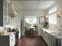 """""""White on white is not a trend, it's a look."""" @courtneycachet pairs Simply White OC-117 (walls) and White Dove OC-17 (cabinetry) to create this open and airy kitchen. #ColorTrends2016 #SilestoneTrends"""