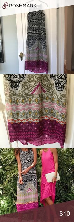 Gorgeous patterned maxi dress ☀️ Brightly printed, flowy maxi dress with slight hi-low hem. Spring Break is coming up and this would be perfect for a warm weather vacay! Worn twice. Old Navy Dresses Maxi