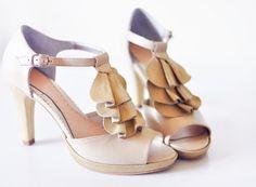 sandale cu toc  toc: 10cm  platforma: 1,5cm  pret: 280 RON  pt comenzi: incaltamintedinpiele@gmail.com Shoes, Fashion, Sandals, Moda, Zapatos, Shoes Outlet, Fashion Styles, Shoe, Footwear