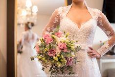 Buquê de noiva por Odeon Decorações. Lace Wedding, Wedding Dresses, Fashion, Bouquet Wedding, Engagement, Bride Dresses, Moda, Bridal Gowns, Fashion Styles