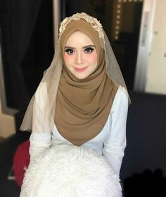 See More inspiration hijab Muslimah Wedding Dress, Hijab Style Dress, Muslim Wedding Dresses, Muslim Brides, Bridal Dresses, Malay Wedding Dress, Wedding Hijab Styles, Bridal Hijab, Wedding Inspiration