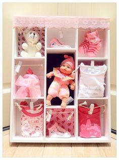 Gevulde letterbak voor meisje, Baby shower gift Girl. Kraamcadeau dochter. Info: https://joleenskraamcadeaus.wix.com/kraamcadeau#!product/prd1/2716917021/gevulde-letterbak