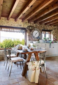 Keys to create a nice rustic dining room Rustic Table, Rustic Kitchen, Country Kitchen, Rustic Decor, Sweet Home, Design Case, Home And Living, Dining Table, Dining Room