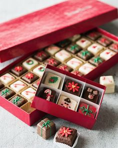 Christmas petits fours  http://rstyle.me/n/ujhcepdpe