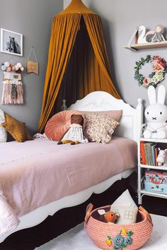 Inspiration from Instagram -Tarina Lyell @oh.eight.oh.nine - pastel girls room ideas, pink and white girls room design, kidsroom decor, girls kidsroom, powder, table, decor, design, bed, kids posters