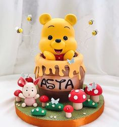 Winnie The Pooh Themes, Winnie The Pooh Cake, Winnie The Pooh Birthday, Disney Themed Cakes, Candy Birthday Cakes, Kids Birthday Themes, Different Cakes, Character Cakes, Cake Decorating Techniques