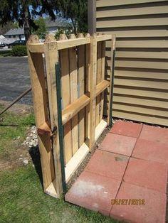 Wood Pallet Fence, Diy Fence, Backyard Fences, Garden Fencing, Wood Pallets, Pallet Planters, Pallets Garden, Fence Landscaping, Pallet Privacy Fences