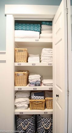 How to Completely Organize Your Linen Closet. Linen cupboard organisation inspiration from the Happy Housie Bathroom Closet Organization, Home Organisation, Closet Storage, Airing Cupboard Organisation, Bathroom Linen Closet, Bedroom Storage, Linen Cupboard, Cupboard Storage, Cupboard Ideas