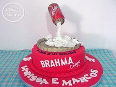 Bolo com 04 kg decorado para uma festa de Boteco no casamento da Larissa e do Marcos no tema da cerveja Brahma, sabor de prestígio.