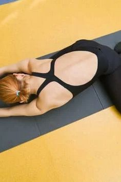 Yoga means having a healthy and sound. When you are in good shape, it helps you mentally, as it does physically. Read the tips below if you are having a hard Relaxing Yoga, Floor Workouts, Yoga Photography, Kick Backs, Muscle Mass, Best Yoga, Video Clip, Asana, Stress And Anxiety
