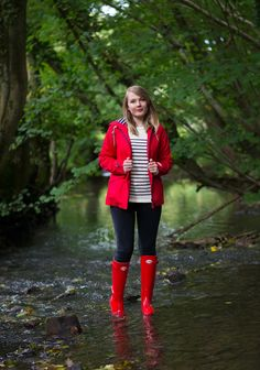 Red Wellies, Red Rain Boots, Rain Boots Fashion, Wellies Rain Boots, Samba, Burberry Boots, Hunter Boots Outfit, Rainy Day Fashion, Fashionable Snow Boots