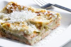 Lasagna with fresh salmon Italian Lasagna, Traditional Italian Dishes, Aglio Olio, Cheese Ingredients, One Pot Pasta, Italian Recipes, Macaroni And Cheese, Meal Planning, Seafood