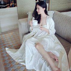 2016High Quality Silk Sleepwear Women Long-sleeve Nightgown Two Pieces Set Queen Robe Dress Gorgeous Vestidos Sexy Lingerie