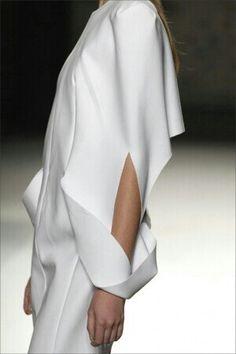 . Minimal Fashion, White Fashion, Look Fashion, Fashion Details, Womens Fashion, Fashion Design, Fashion Trends, Minimal Style, Fashion Hair