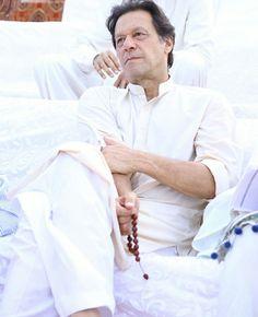 Ab SIRAF IMRAN Khan. #imrankhan Imran Khan Pic, Imran Khan Pakistan, Prince Rahim Aga Khan, President Of Pakistan, Reham Khan, The Legend Of Heroes, King Of Hearts, Great Leaders, Healthy Weight