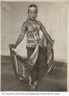 Indonesian Women, History Taking, Surakarta, Dutch East Indies, Javanese, Ad Art, Dance Art, Southeast Asia, In This World
