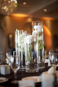 Reception  submerged flowers in round vases