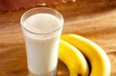 Bata o leite desnatado a banana e a farinha láctea no liquidificador Adoce a gosto e sirva gelado - Veja mais em: http://www.maisequilibrio.com.br/receitas-light/vitamina-de-banana-e-farinha-lactea-8-2-7-647.html?pinterest-mat
