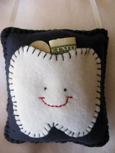 a tooth fairy pillow! We won't do the whole tooth fairy thing but we can still give them money for their teeth. This pillow is really cute. Felt Diy, Felt Crafts, Diy Crafts, Cardboard Crafts, Upcycled Crafts, Felt Christmas, Christmas Projects, Couture Bb, Sewing Crafts