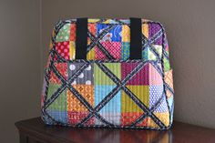 Lori Hartman Designs: I Have Conquered The Weekender Bag! Quilting Projects, Sewing Projects, Sewing Ideas, Scrap Busters, Purse Tutorial, Quilt Festival, Weekender Tote, Purse Patterns, Quilted Bag