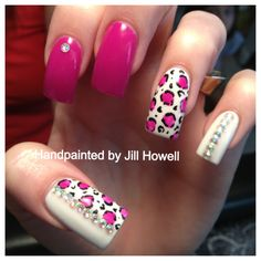 Nail art Pink cheetah with rhinestone accents
