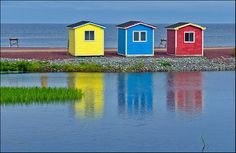 beach huts Hearts Delight (by Rodrick Dale) Cottage Living, Cozy Cottage, Cabana, Beach Bungalows, Beach Huts, Real Estate Humor, Cabins And Cottages, Lake Life, Little Houses