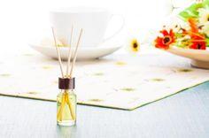Deixe sua casa bem cheirosa com esses aromatizadores caseiros! #ambientador #aromatizador #limão Diffuser, Natural, Diy, Natural Homes, House Cleaners, Household Tips, Cleaning Tips, Ideas Party, Teaching