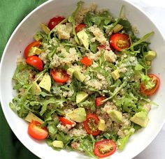 We offer avocado salad and quinoa, satiating and light, with few dots. The ingredients are for 4 people. Veggie Recipes, New Recipes, Vegetarian Recipes, Healthy Recipes, Plats Healthy, Healthy Salads, Kiwi, Quinoa Salat, Avocado Quinoa