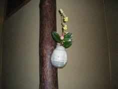 Flower: camellia(tsubaki),spike winter hazel(tosa-mizuki) FlowerContainer: ceramic(shodai vase) 2011.03.14