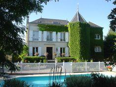 M. et Mme Sarrazin vous réservent un accueil chaleureux et convivial dans leur magnifique maison où vous pourrez profiter de la piscine chauffée