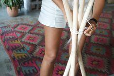 ¿Qué tal un DIY facilísimo para este sábado otoñal? Fijaos, sólo dos materiales son necesarios, unos palos de madera (en los centros de bricolaje veo que los llaman 'listones de varillas&#821…