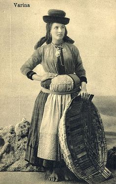 History Of Portugal, Nostalgic Pictures, Portuguese Culture, Festival Dress, Old Postcards, Gypsy Soul, Poses, Traditional Dresses, Folk
