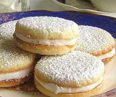 Here you can find a collection of Italian food to date to eat Italian Cookies, Italian Desserts, Italian Dishes, Italian Recipes, Biscotti Cookies, Tea Cookies, Cookies Ingredients, Biscuit Recipe, Chocolate Recipes