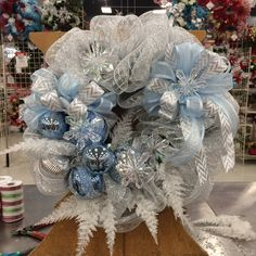 Christmas 2017, Christmas Presents, Christmas Crafts, Christmas Decorations, Holiday Decor, Christmas Mesh Wreaths, Deco Mesh Wreaths, Winter Wreaths, Fun Crafts