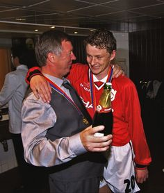 BARCELONA, SPAIN - MAY 26: Sir Alex Ferguson congratulates Ole Gunnar Solskjaer the scorer of the winning goalafter the UEFA Champions League Final between Bayern Munich v Manchester United at the Nou camp Stadium on 26 May, 1999 in Barcelona, Spain. Bayern Munich 1 Manchester United 2. (Photo by John Peters/Manchester United via Getty Images)
