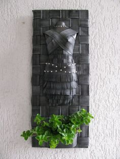 torso fietsband Tyres Recycle, Upcycle, Tire Planters, Rubber Dress, Old Tires, Diy Flowers, Wood Art, Exotic, Recycling