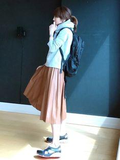 プリーツスカート × スポーティ プリーツスカートには、がっつりなスポーティが意外にもしっくり