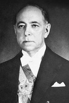 20º presidente do Brasil. Nereu de Oliveira Ramos (Lages, 03/091888 - São José dos Pinhais, 16/06/1958) foi um advogado e político brasileiro. Foi vice-presidente do Brasil, eleito pelo Congresso Nacional, de 1946 a 1951. Foi presidente da República durante dois meses e 21 dias, de 11/11/1955 a 31 de janeiro de 1956. Foi o único catarinense que presidiu o Brasil. Contudo, Márcio de Sousa Melo fez parte da junta militar do país de 31/08 a 30/10/1969. http://pt.wikipedia.org/wiki/Nereu_Ramos