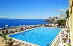 Her er du for at slappe af og nyder skønne stunder i varmen. Voksenhotellet Atlantis Holiday Center på Tenerife er kendt for sin fremragende og personlig service. Se mere på http://www.apollorejser.dk/rejser/europa/spanien/de-kanariske-oer/tenerife/callao-salvaje/hoteller/atlantic-holiday-center