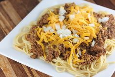 Pin for Later: 15 Delicious Chili Recipes That Will Keep the Whole Family Full Slow-Cooker Cincinnati Chili This slow-cooker Cincinnati chili is best served over spaghetti noodles — or you could use spiralized veggie noodles! Chili Recipes, Meat Recipes, Slow Cooker Recipes, Crockpot Recipes, Cooking Recipes, Yummy Recipes, Yummy Food, Healthy Side Dishes, Side Dishes Easy