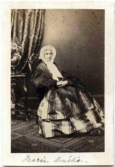 Voici une photo de la reine Marie-Amélie, épouse de Louis-Philippe Ier et nièce de Marie-Antoinette.